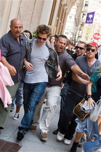 People Robert Pattinson