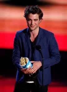 pattinson_mtv_01jun09_03