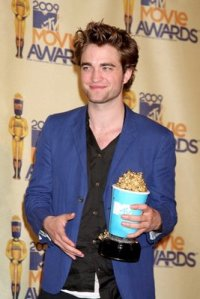 pattinson_mtv_01jun09_06