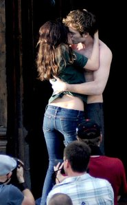 293.newmoon.stewart.pattinson.lc.052709